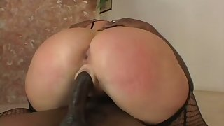 Before getting holes stretched with BBC white slut prefers to enjoy oral sex