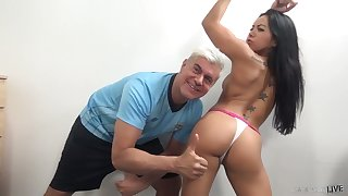 Juicy babe Morgan Lee is created for crazy and steamy pussy pounding
